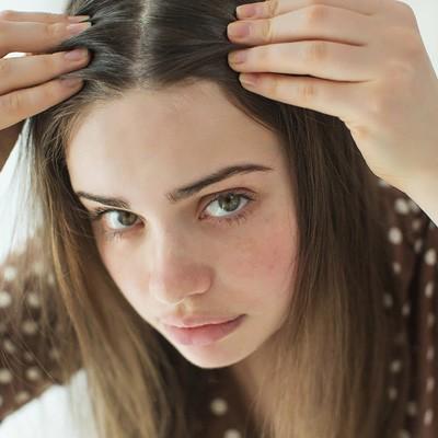 پیشگیری از روند سفیدی مو با 6 راهکار طبیعی